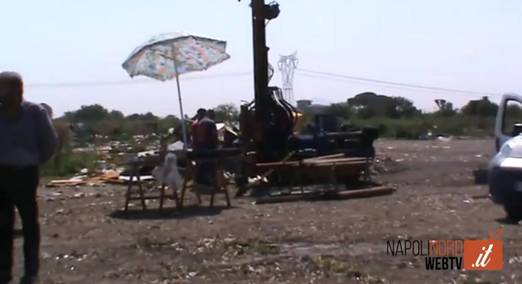 Giugliano, trivellazioni nell'ex campo rom di Masseria del Pozzo: carotaggi per scoprire i rifiuti interrati. VIDEO