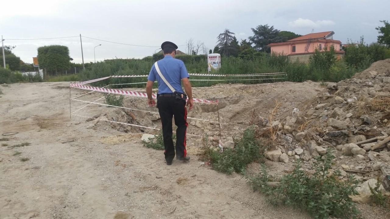Rifiuti su un terreno di 10mila metri, sequestro dei carabinieri a Qualiano: scoperti reperti archeologici. VIDEO