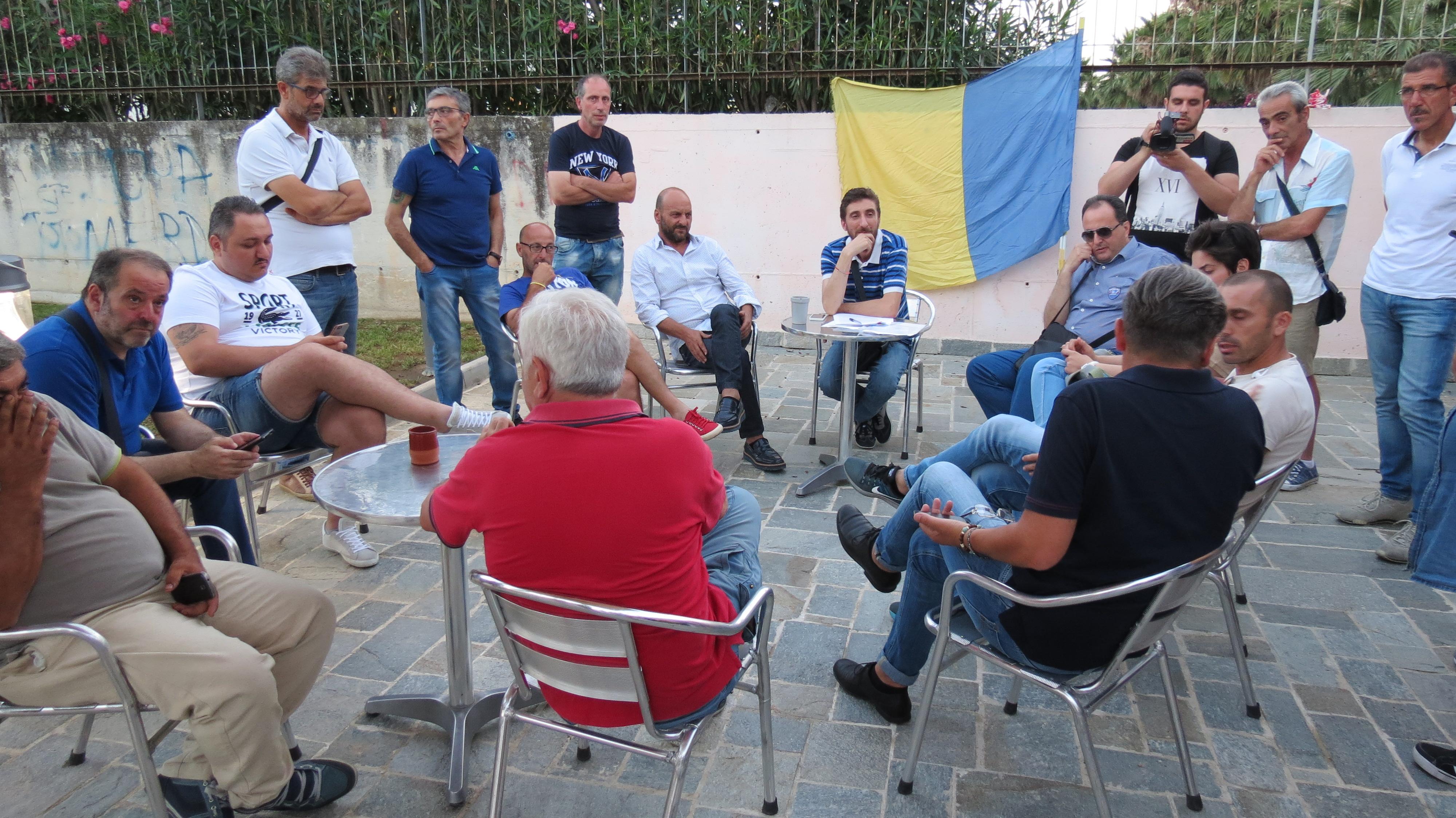 'In campo per lo stadio', nasce il comitato per la riqualificazione del De Cristofaro: associazioni, tifosi e gruppi Facebook in campo. Video