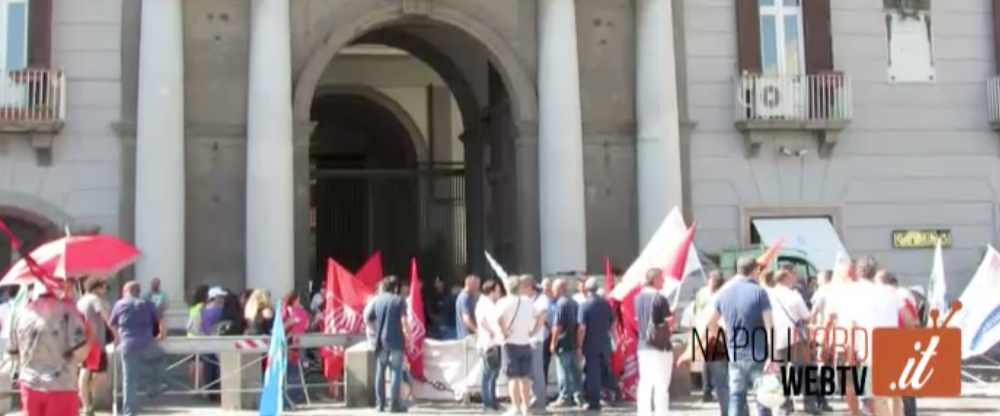 TAGLI E PRIVATIZZAZIONE, I DIPENDENTI DI POSTE ITALIANE IN PIAZZA PER PROTESTA: A RISCHIO MIGLIAIA DI POSTI DI LAVORO. GUARDA IL VIDEO