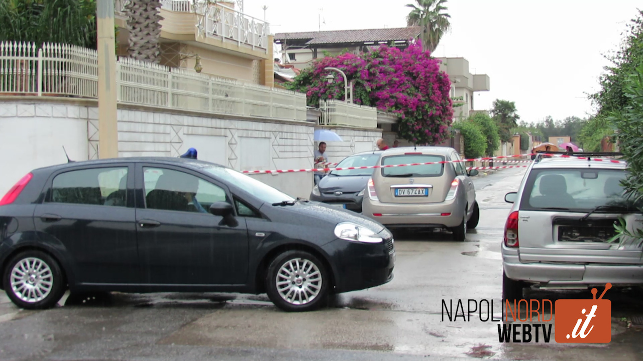 Omicidio a Varcaturo, la vittima doveva incontrare i killer: in auto un particolare inquietante. Video