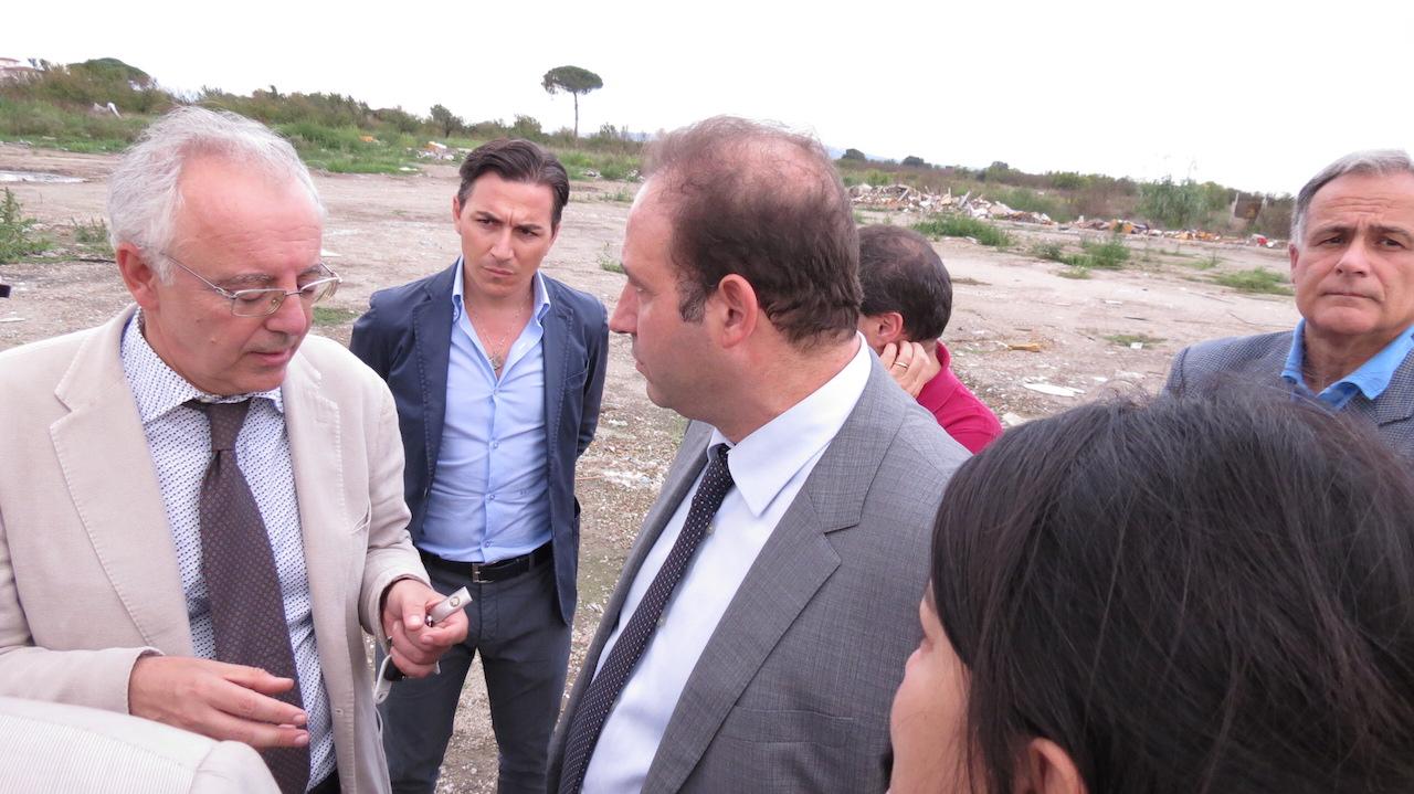 Ex campo rom di Masseria del Pozzo, i terreni non sono inquinati: pronti gli alberi di Legambiente. Video
