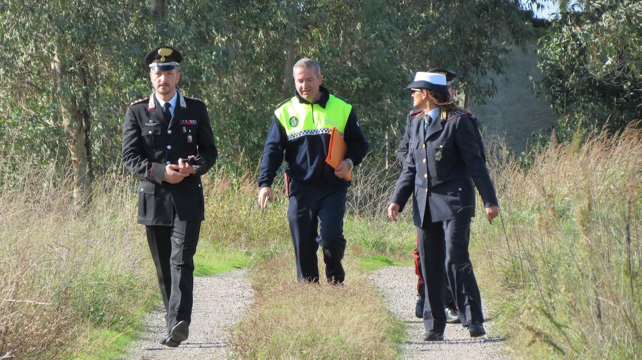 Terra dei Fuochi, blitz di carabinieri e vigili urbani nei terreni coltivati vicino alle discariche. Video