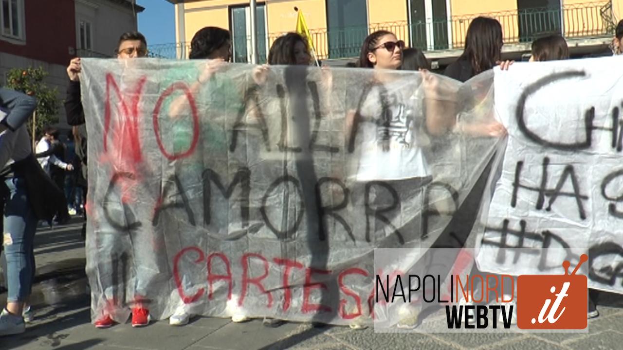 'No alla camorra', centinaia di studenti in piazza a Giugliano per la marcia contro la criminalità. Video