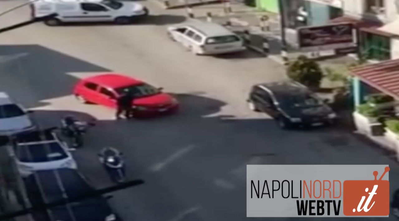 Rapina in banca ad Arzano, il video choc dei banditi in azione. Video