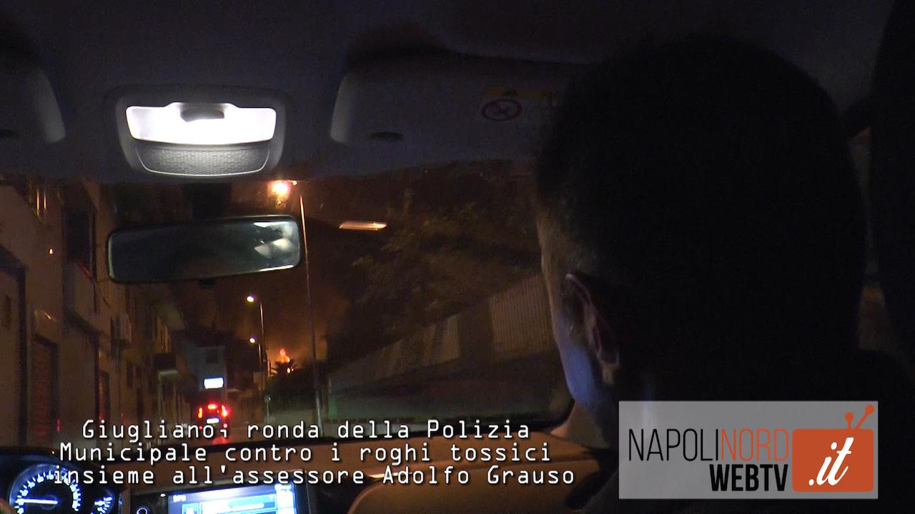 Terra dei fuochi, una notte in giro con la polizia Municipale per contrastare i roghi tossici. Video
