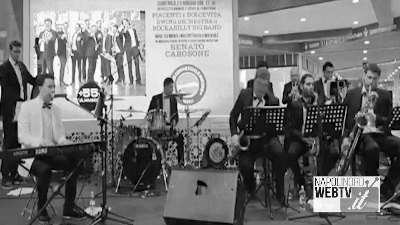 Nestor Piacenti e la 'Dolce vita orchestra' fanno rivivere le melodie di Renato Carosone. Video