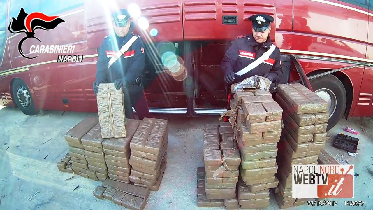 Droga sull'autobus, i carabinieri scoprono 800 chilogrammi di hashish: quattro arresti. Sigilli a oltre due milioni di stupefacente. Video