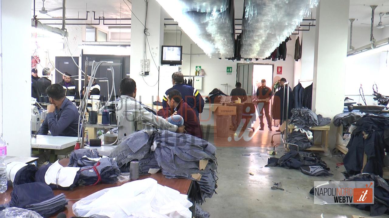 Operazione di polizia e guardia di finanza, blitz nell'opificio: scoperti stranieri non in regola, multe per migliaia di euro. Video