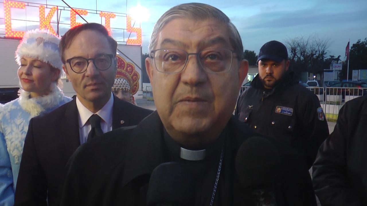Solidarietà, il cardinale Sepe e il console Schiavo al Circo Orfei per lo spettacolo di beneficenza. Video