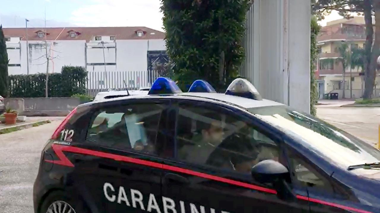 Prostitute ai tempi del coronavirus, i carabinieri scoprono una casa d'appuntamento a Varcaturo