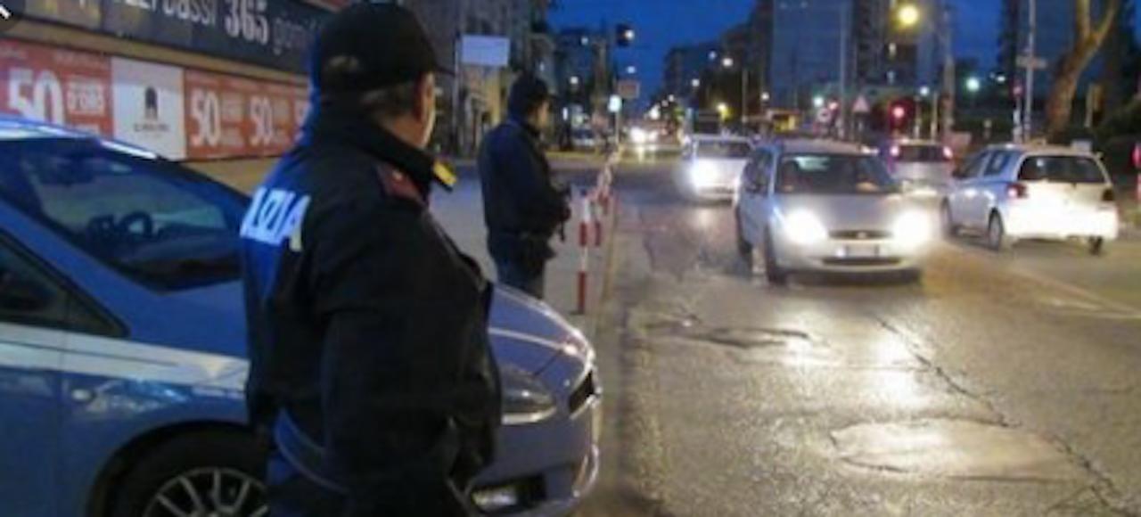 Dramma in città, agente di polizia si suicida con la pistola d'ordinanza nel garage