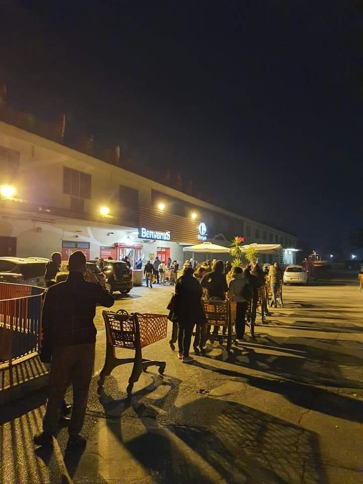 Il coronavirus fa chiudere l'Italia nella zona rossa: supermercati presi d'assalto. VIDEO