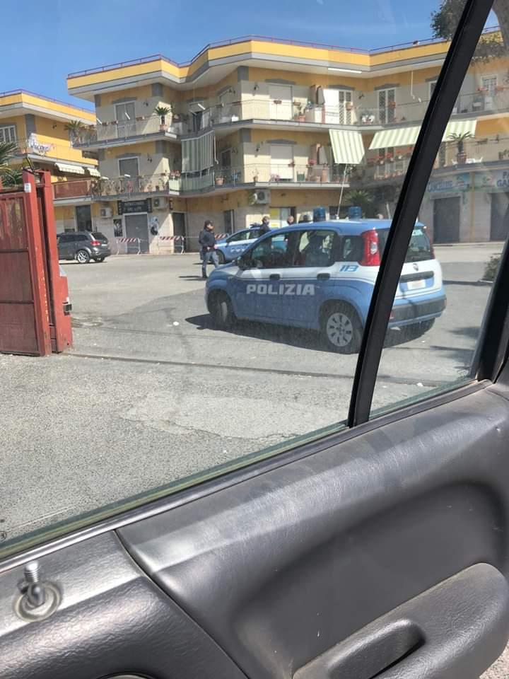 Allarme bomba all'ufficio postale di Lago Patria a Giugliano, polizia sul posto
