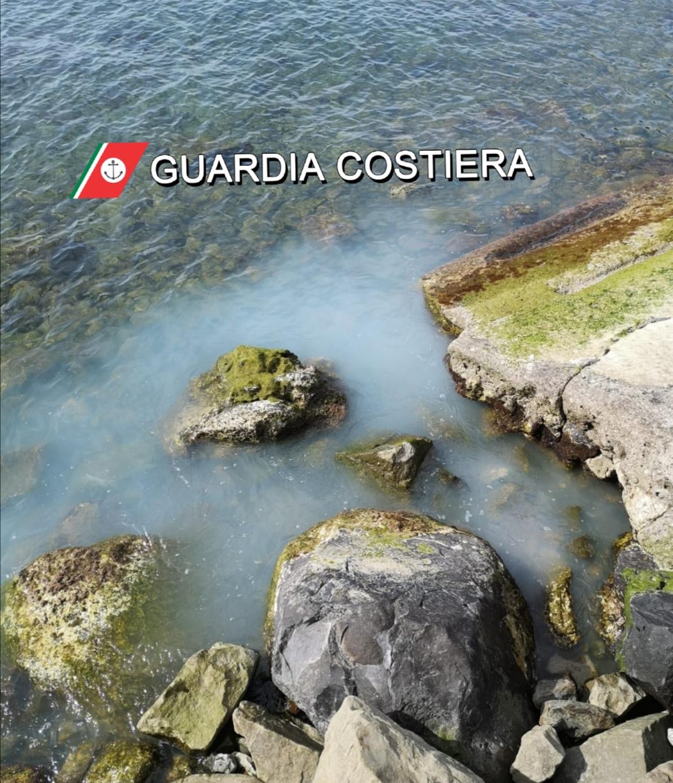 Sversamento di materiali chimici in mare, blitz della Capitaneria di porto di Castellammare: un denunciato