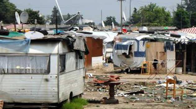 Campo rom di Giugliano, il commissario ordina la bonifica