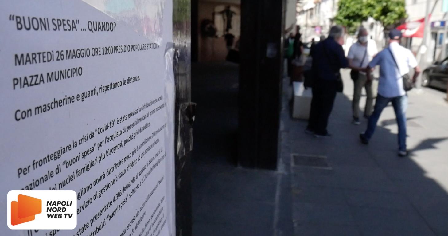 Buoni spesa, protesta fuori al Comune di Giugliano di Potere al Popolo VIDEO