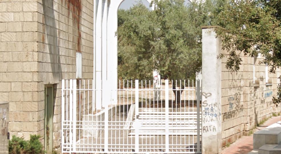 Rifiuti e incuria, l'associazione lascia: chiusa la villa comunale di Giugliano