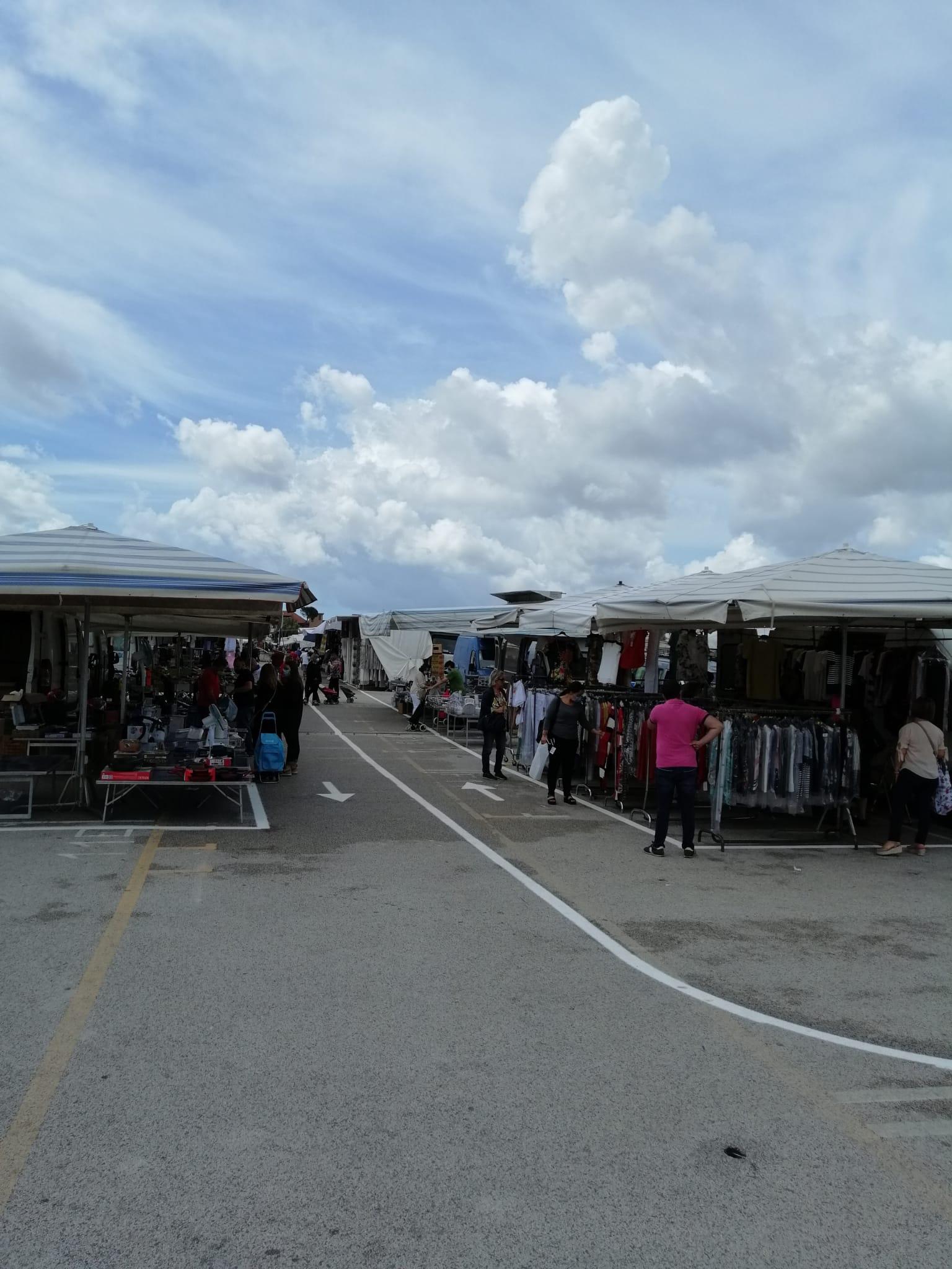 Mercato settimanale, dopo quattro mesi dal lockdown riapre l'area di via Pigna di Giugliano