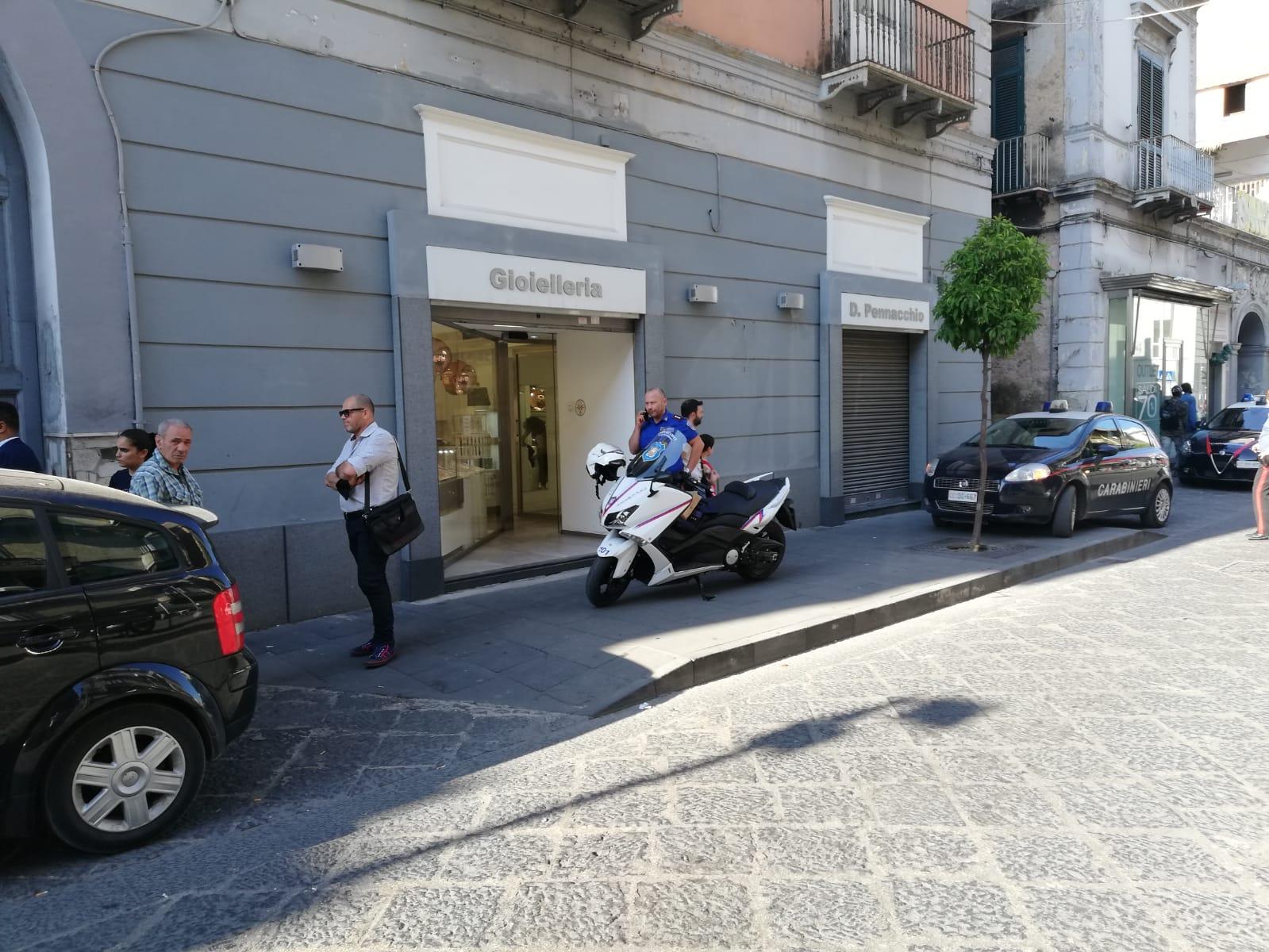 Rapina in gioielleria sventata da una guardia giurata della Union Security