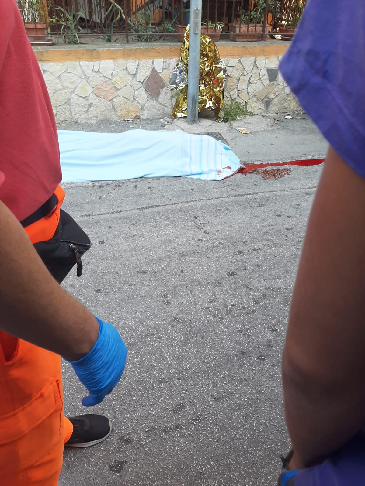 Dramma a Villaricca, uomo cade dal balcone e muore
