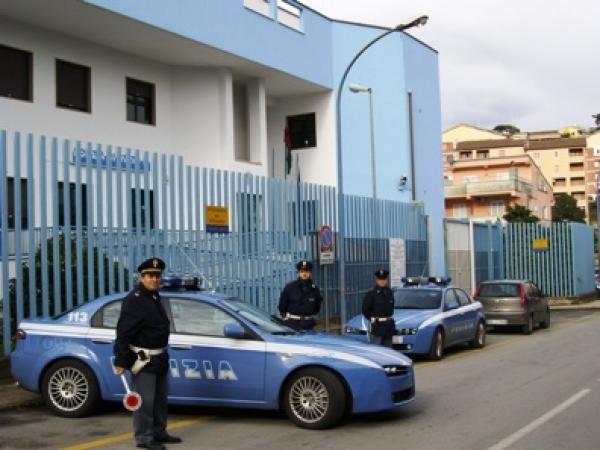Imprenditore suicida perché sotto estorsione, la polizia arresta cinque persone legate alla camorra di Villaricca: in manette anche un carabiniere