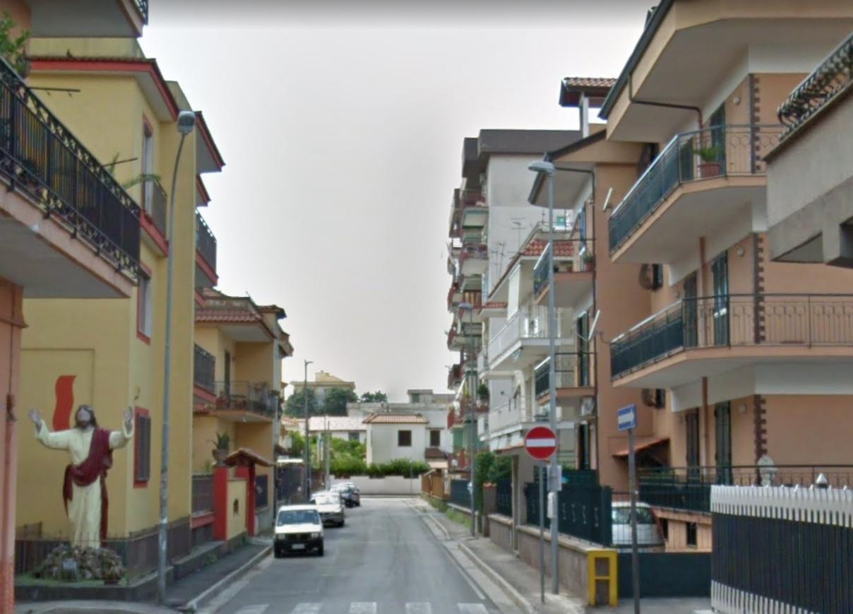 Dramma al centro storico, 82enne di Giugliano cade dal sesto piano e muore