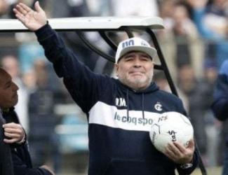 """Morto Diego Armando Maradona, l'annuncio del Clarin:  """"Ucciso da un arresto cardiorespiratorio"""""""
