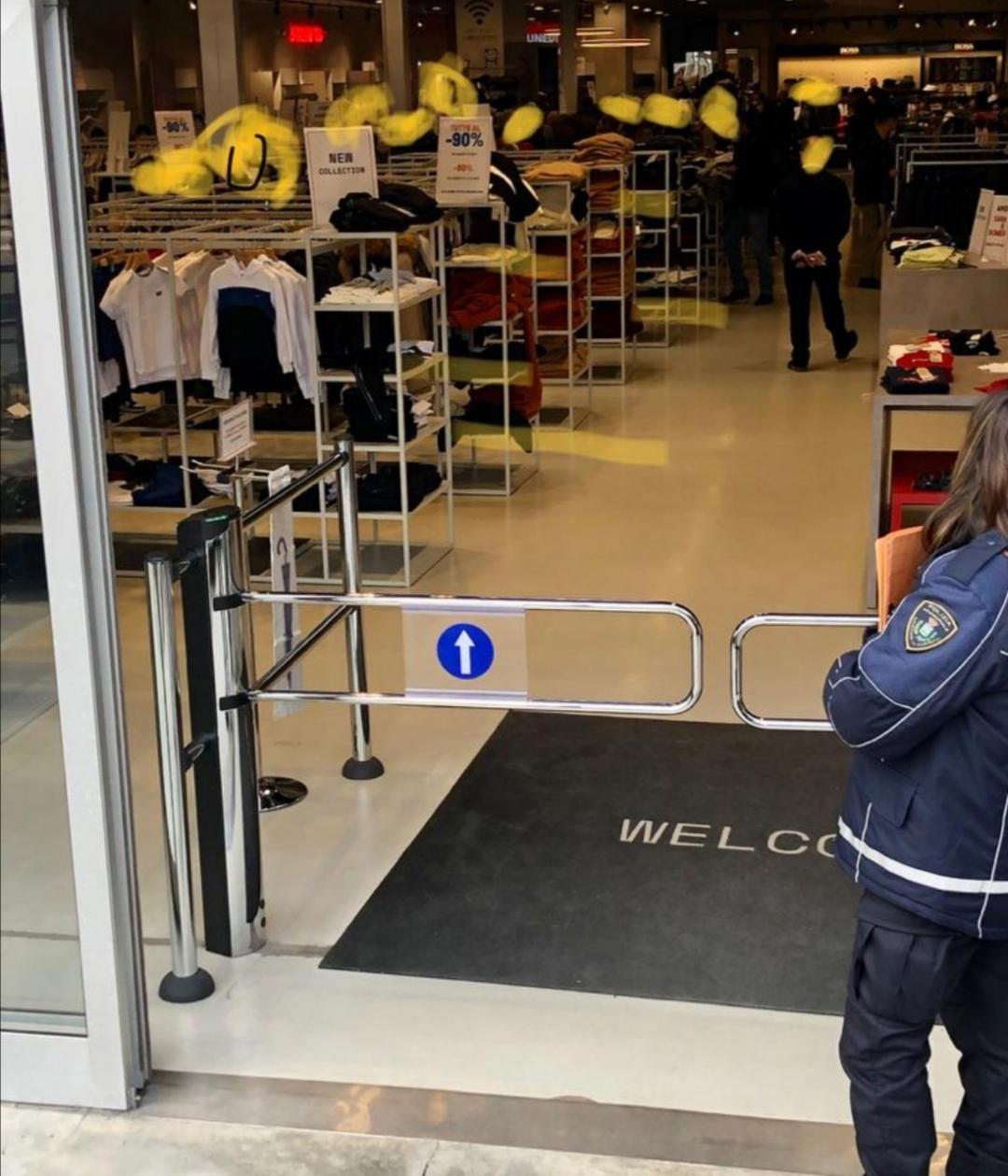 Troppa gente nel megastore di abbigliamento, negozio chiuso e multa al titolare