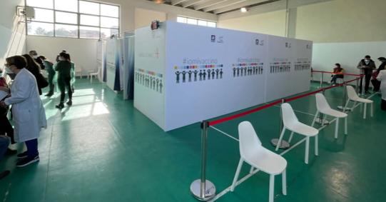 Sanificazione all'istituto Rita Levi Montalcini, scuola chiusa: ordinanza del sindaco nel plesso dove si somministrano i vaccini